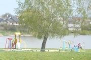 Нововолинська молодь прибирала територію міського озера
